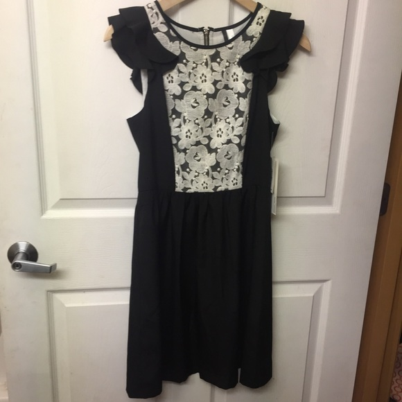 Kensie Dresses & Skirts - Kensie black dress with white linen lace bib XS